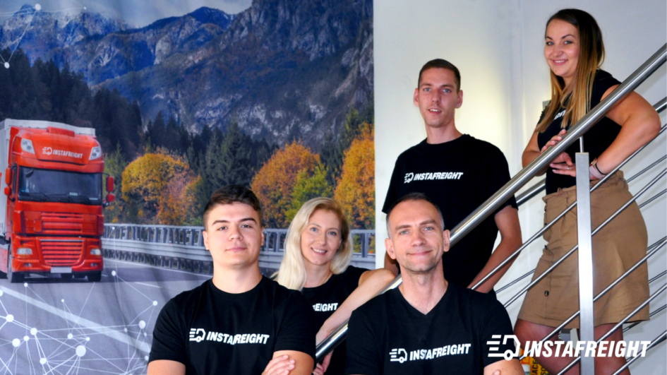 General Manager Krzysztof Dwornik (vorne rechts) mit Mitarbeitern des InstaFreight-Büros in Liegnitz.